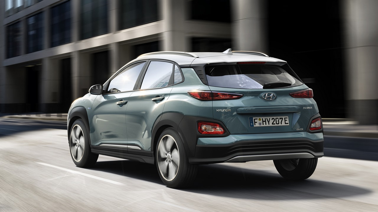 Hyundai Kona Electric features silver side sills, adding a slightly elegant touch to the sporty SUV.