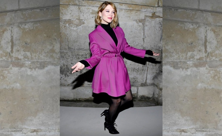 Léa Seydoux strikes a wacky pose before attending the show. Image from Twitter.