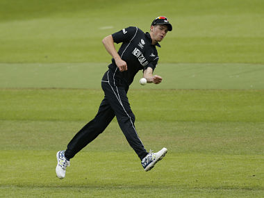 Britain Cricket - New Zealand v Sri Lanka - ICC Champions Trophy Warm Up Match - Edgbaston - 30/5/17 New Zealand's Mitchell Santner in action Action Images via Reuters / Andrew Boyers Livepic EDITORIAL USE ONLY. - 14800207