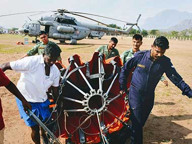 A team of IAF personnel from Sulur Airbase in Coimbatore prepare for the rescue operation in Theni district. PTI