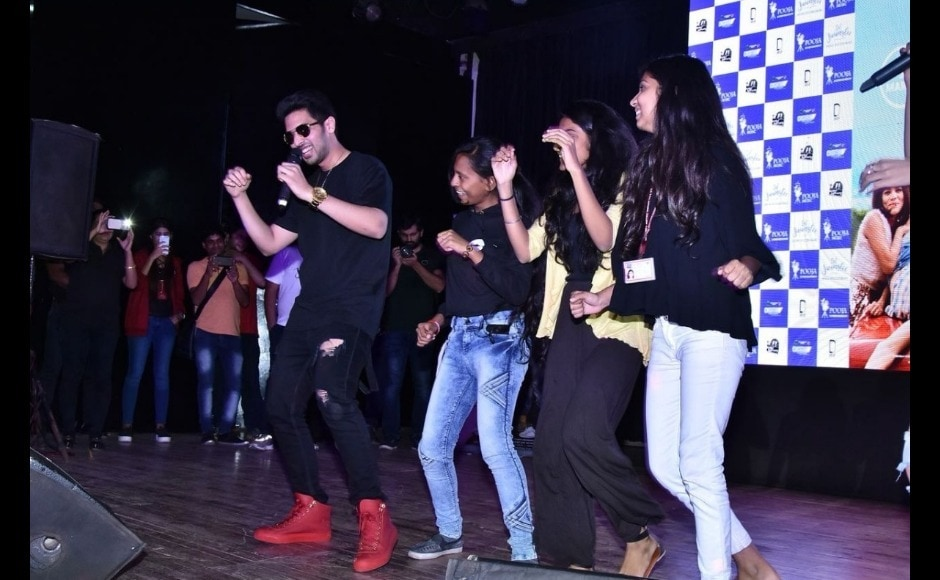 Armaan Malik shakes a leg with his fans.