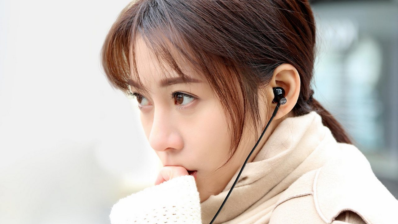 Xiaomi headphones.