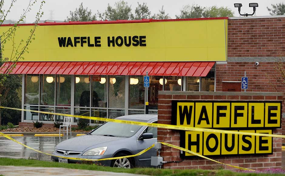 Tennessee Waffle House shooting: US authorities still on the lookout for nude gunman who killed four