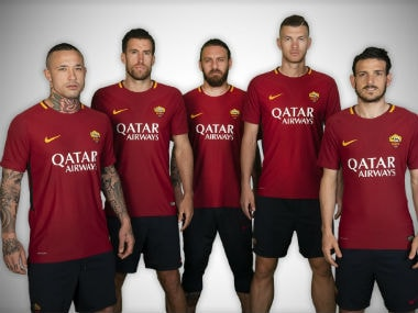 AS Roma players pose with  their new kit. Twitter: @ASRomaEN