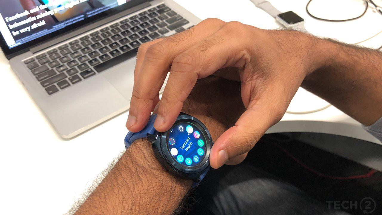 Samsung Gear Sport comes with Gear OS apps which can be controller by the metal dial. Image: tech2/Rehan Hooda