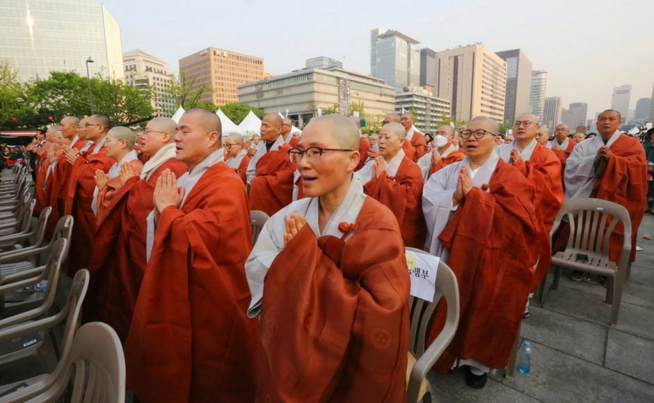 Alongside, South Koreans and Buddhist monks prayed during a service to support the summit between Kim and Moon. The two Koreas have agreed for South Korea's president to visit Pyongyang sometime this autumn. AP