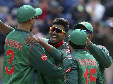 Bangladesh's Mosaddek Hossain (C) celebrates, with teammates, the wicket of New Zealand's Corey Anderson during the ICC Champions Trophy match between New Zealand and Bangladesh in Cardiff on June 9, 2017. / AFP PHOTO / Geoff CADDICK / RESTRICTED TO EDITORIAL USE