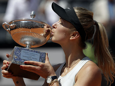 Ukraine's Elina Svitolina kisses the trophy after winning her final match against Simona Halep at the Italian Open tennis tournament, in Rome, Sunday, May 20, 2018. Svitolina won 6-0, 6-4. (AP Photo/Gregorio Borgia)