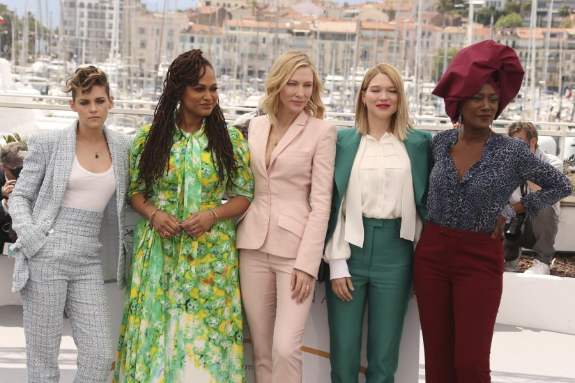 Jury members Kristen Stewart, from left, Ava Duvernay, Cate Blanchett, Lea Seydoux and Khadja Nin pose for photographers during a photo call for the jury at the 71st international film festival, Cannes, southern France, Tuesday, May 8, 2018. (Photo by Joel C Ryan/Invision/AP)