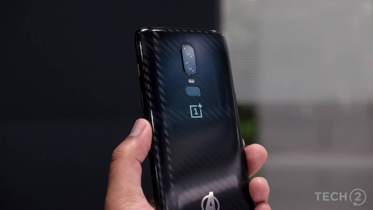 The OnePlus 6 comes with a dual rear camera setup, with the cameras arranged vertically on the central axis. There's a 16 MP primary camera with OIS up top and a 20 MP secondary camera below. Both the cameras come with an f/1.7 aperture lens. Image: tech2/ Amrita Rajput