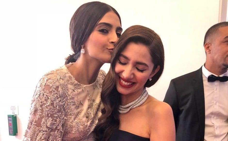 Sonam and Mahira Khan shared a warm moment of greeting. Twitter
