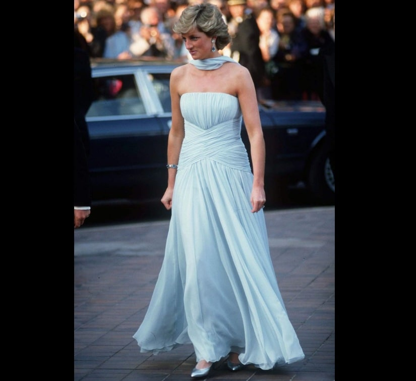 Pricness Diana had attended the 40th Cannes Film Festival with Prince Charles in 1987. Her chiffon powder blue gown became one of most iconic ensembles. Image from Twitter/@shopdealman