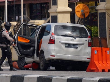 Sword-wielding men attack Riau police headquarters in Indonesia, killing one officer; 4 assailants shot dead, 1 arrested