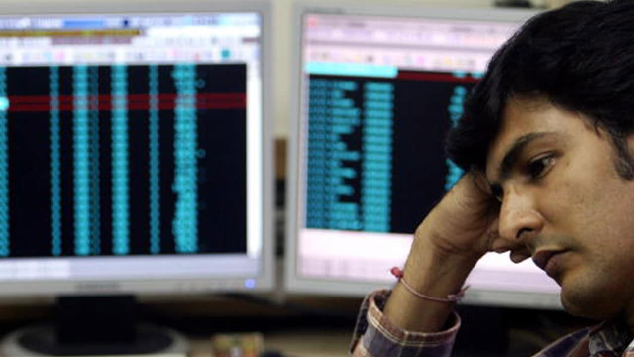 Sensex plummets 624 points on global sell-offs, Nifty down 184 points; RIL shares soar 10% to become biggest gainer