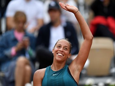 Madison Keys of the US celebrates after victory over Russia's Yulia Putintseva during their women's singles quarter-final match on day ten of The Roland Garros 2018 French Open tennis tournament in Paris on June 5, 2018. / AFP PHOTO / CHRISTOPHE ARCHAMBAULT