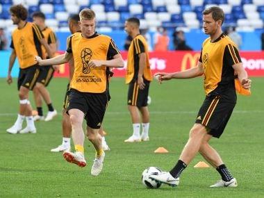 Belgium's midfielder Kevin De Bruyne (L) and defender Jan Vertonghen attend a training session. AFP