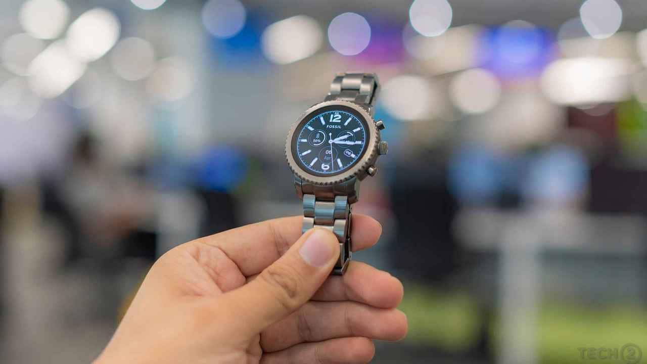 b114c71e5 Fossil Q Explorist review: Succeeds where plenty of its peers have failed-  Tech Reviews, Firstpost
