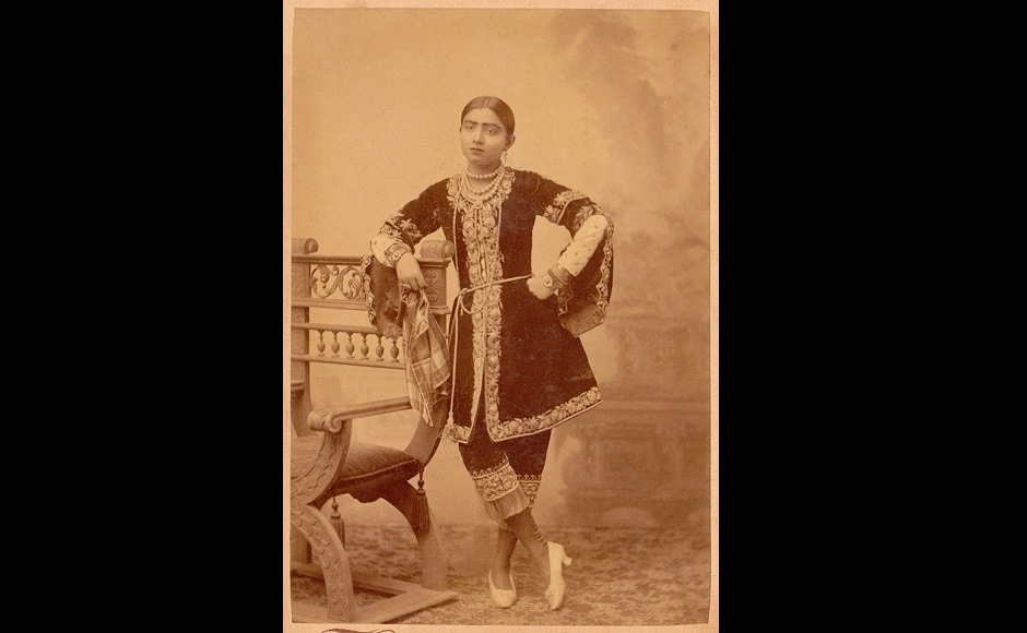 Born to an Armenian father and a British mother, Angeline Yeoward embraced Islam along with her mother upon going to Benaras and came to be known as Gauhar Jaan. Despite that, she sang thumris with verses that praised Lord Krishna. Facebook