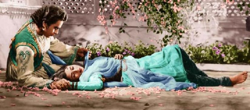 Still from K Asif's Mughal-e-Azam featuring Dilip Kumar and Madhubala. Facebook/ Mughal-e-Azam