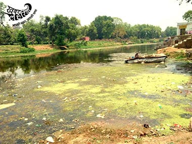 Filled with muck and puja debris, Chitrakoot's heavily polluted Mandakini River is also drying up