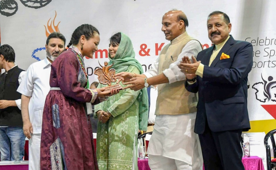 Home Minister Rajnath Singh felicitated the state's sportspersons and appealed to the youth to choose delevopment over destruction.
