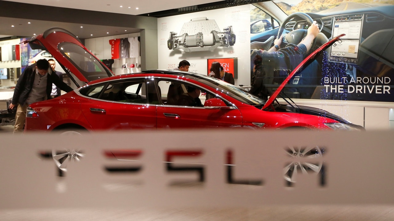 A man looks around Tesla Motors' Model S P85 at its showroom in Beijing January 29, 2014. REUTERS/Kim Kyung-Hoon/File Photo - S1BETUPEMBAA