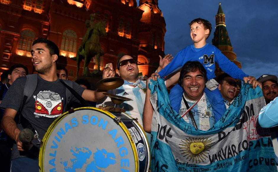 Argentina's national football team fans cheer outside the Kremlin on 11 June, 2018, in Moscow, ahead of the Russia 2018 football World Cup. AFP.