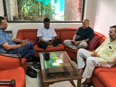 Arvind Kejriwal and his ministers at the L-G office in Delhi. Image courtesy: Twitter- @ArvindKejriwal