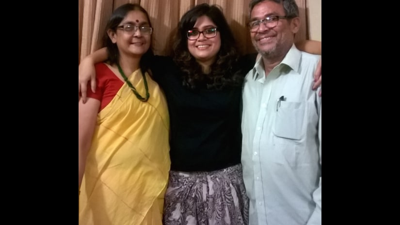 Koel Sen (centre) with mother Shoma