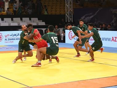 Pakistan beat Kenya 42-20 to enter the semis.