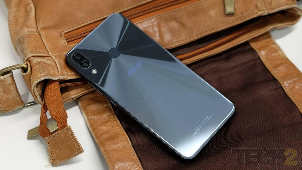 Asus ZenFone 5Z. Image: tech2 / Sheldon Pinto