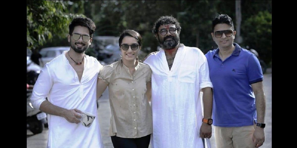 Shahid Kapoor, Shraddha Kapoor, Shree Narayan Singh and producer Bhushan Kumar on the sets of Batti Gul Meter Chalu. Twitter