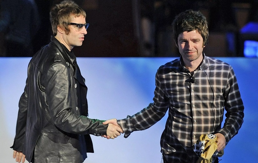 Liam (L) and Noel Gallagher. Image via Twitter