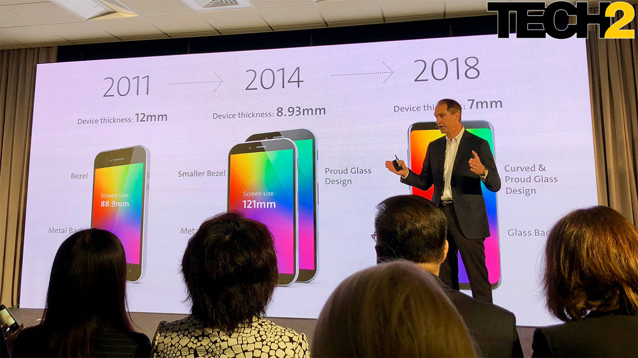 Corning's Josh Payne explains how glass shaped phones over the years. Image: Anirudh Regidi/Tech2