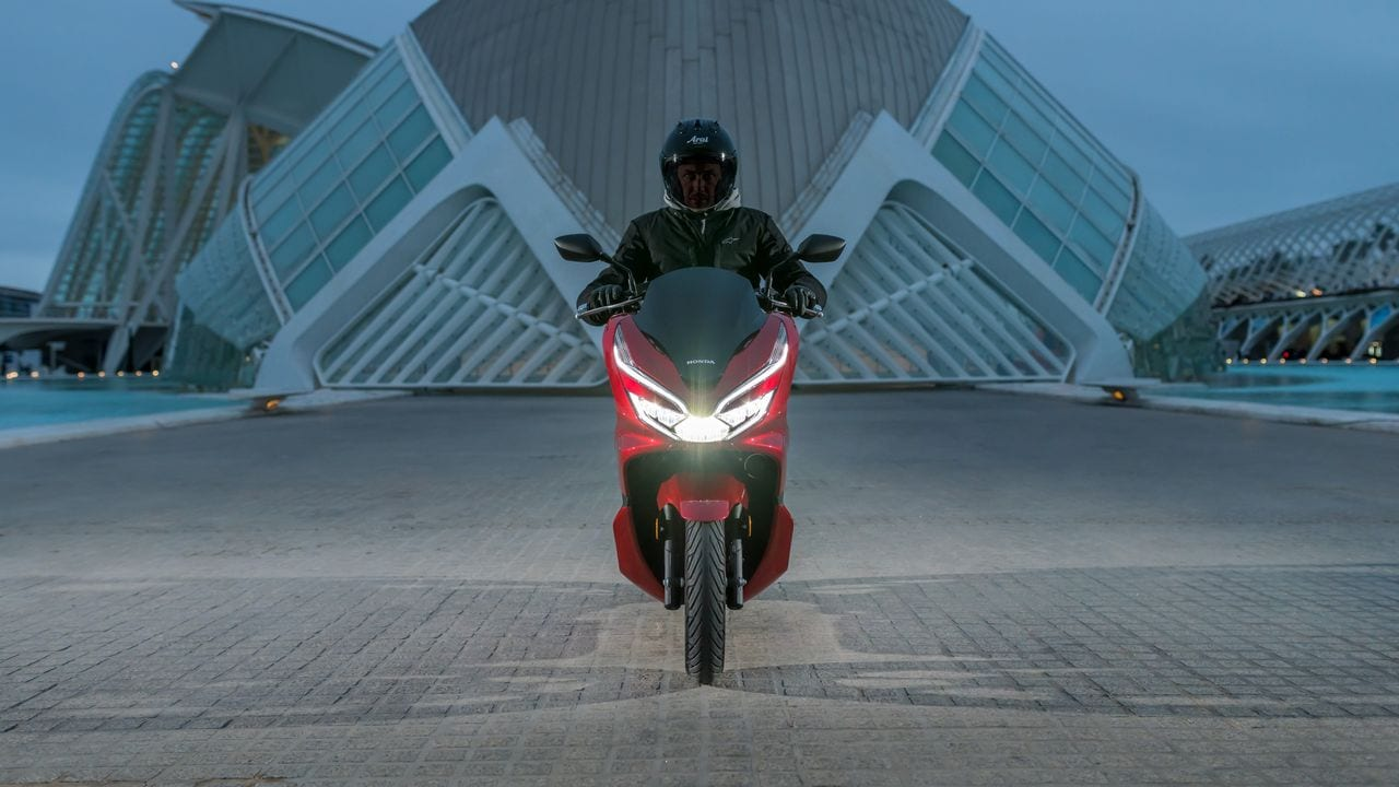 Honda To Launch First Hybrid Scooter Pcx 125 In Japan On