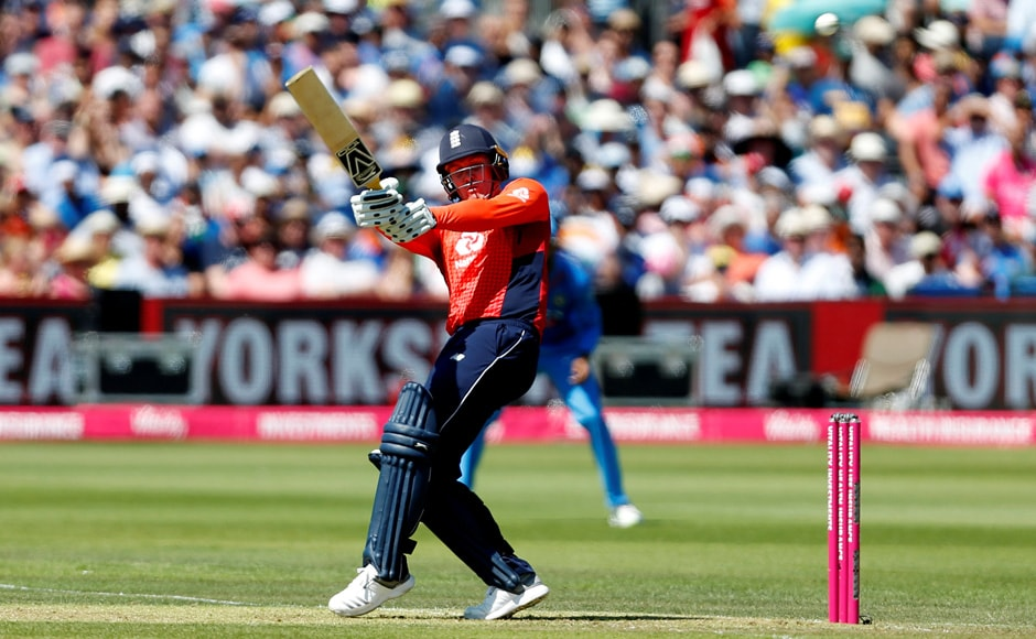 India took on England at the Bristol Country Ground in the final match of the three match T20 series. England batted first after India won the toss and chose to bowl. Jason Roy hit 67 runs from 31 balls to help England to a score of 198/9, with Jos Buttler and Alex Hales scoring 34 and 30 respectively. Reuters