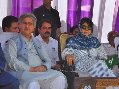 Sartaj Madni and Mehbooba Mufti during PDP's foundation day in Srinagar last year. Image courtesy: Facebook/PDP