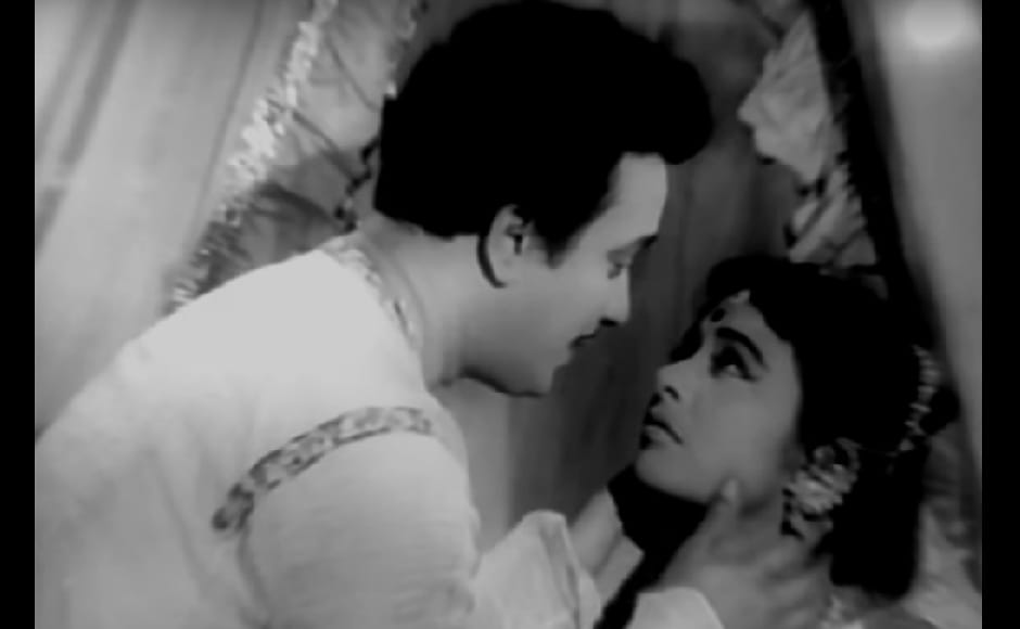 Uttam Kumar played a hostel boarder who falls in love with a relative of the hostel owner in romantic comedy Sharey Chuattor. YouTube screengrab