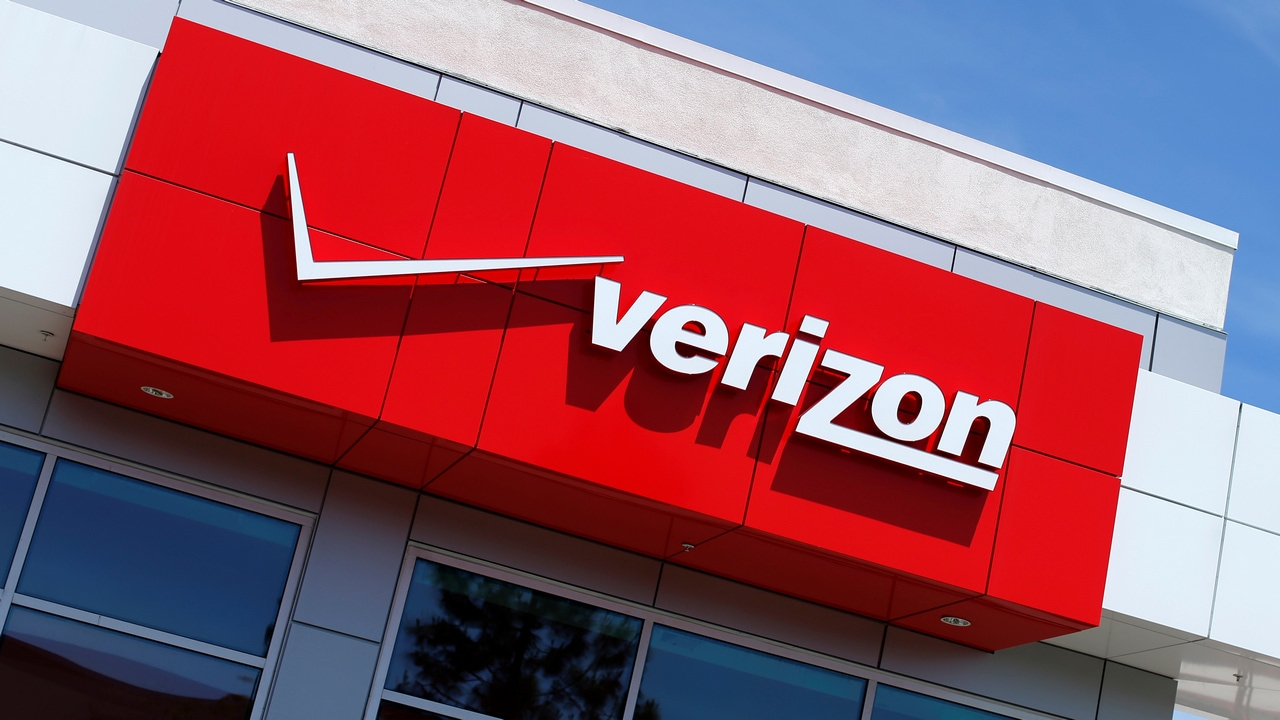 Verizon says 5G network will cost extra $10 a month