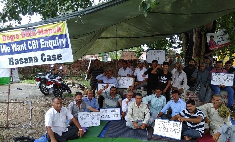 Villagers demanding CBI inquiry in Rasana case at Jammu-Pathankot national highway. Image courtesy Arjun Sharma