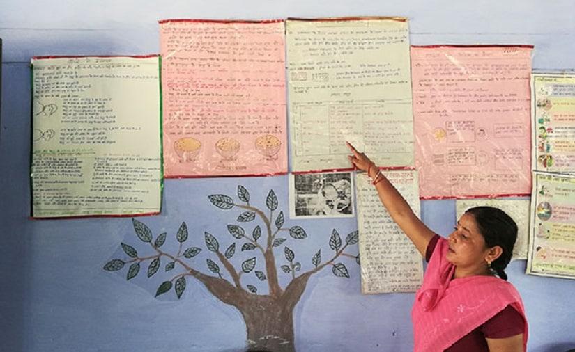 Anganwadi worker Annapurna explaining nutrition charts at Pitrupar Mehendia village in Farrukhabad. Image Courtesy: IndiaSpend/Swagata Yadavar