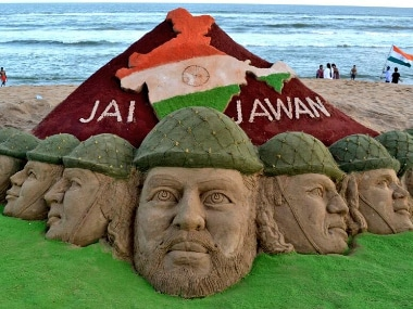 Sand artist Sudarsan Pattnaik paid his tributes to the Kargil War martyrs in Odisha. Image courtesy: Twitter/@sudarsansand