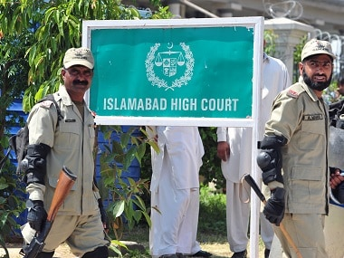 Pakistani paramilitary soldiers exit the high court. AFP/Farooq Naseem