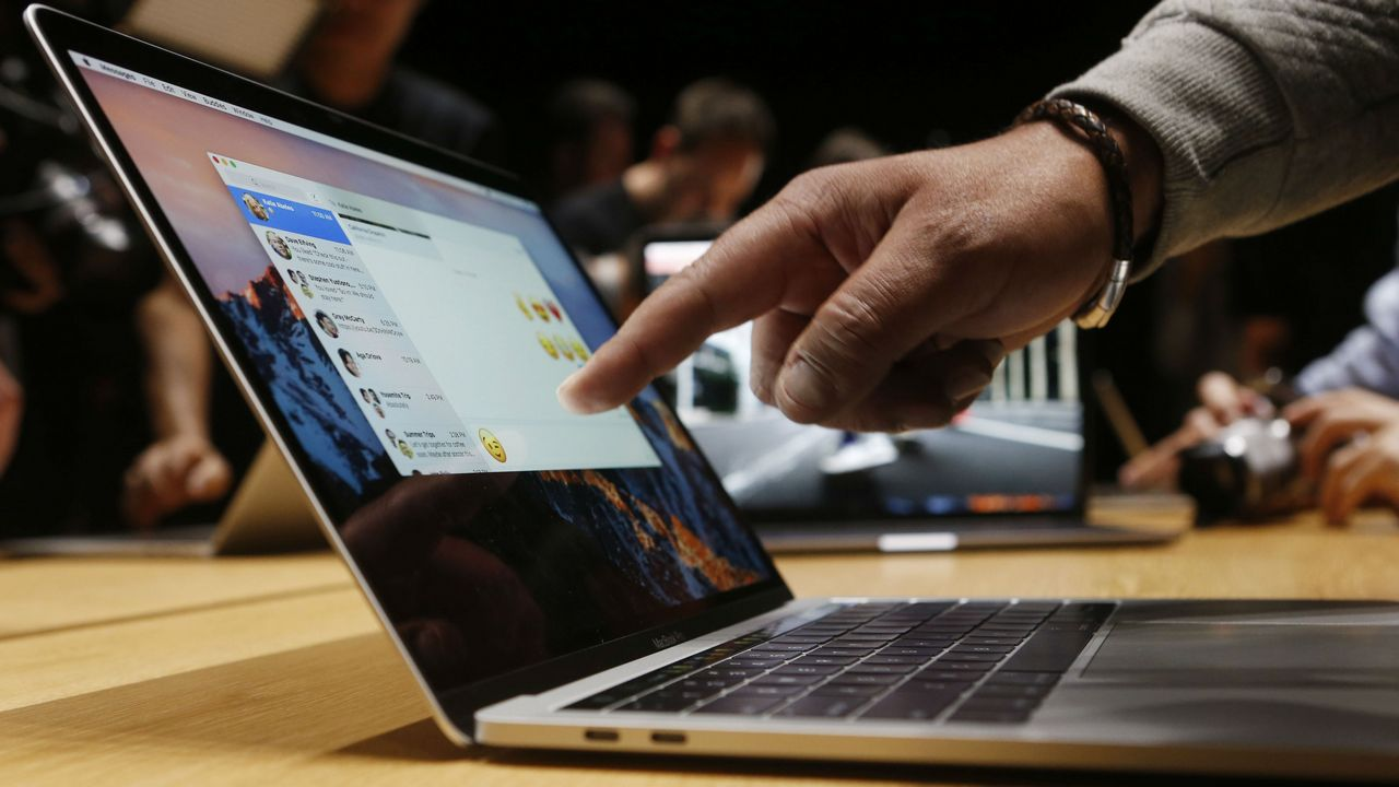 2018 Apple MacBook Pro announced, supports new keyboard and latest Intel CPUs