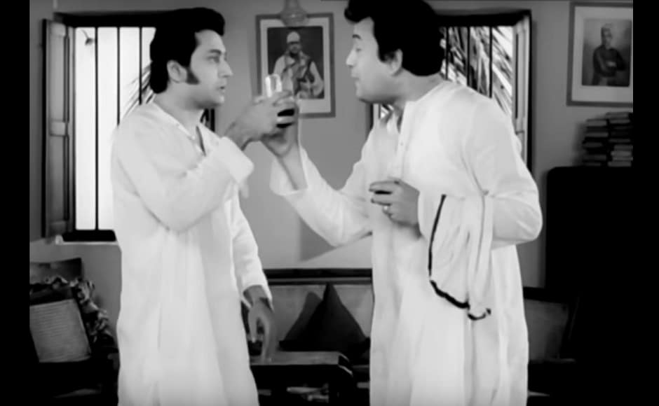 Uttam Kumar played the elder brother to Ranjit Mallik's Sitesh Roy in the romantic comedy Mouchak. YouTube screengrab