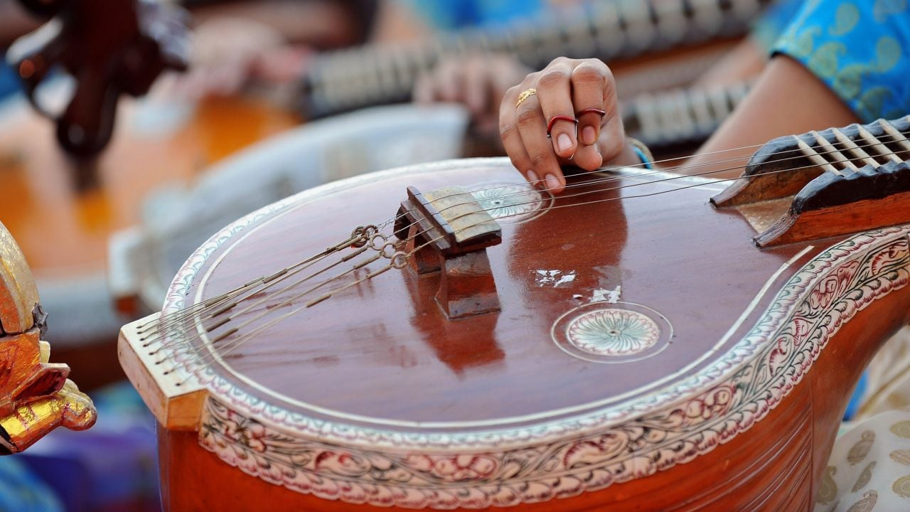 An Indian musician participates in the 'Shasra Veena Jhenkara' (thousand veena recital), a concert featuring 1110 artists playing the 'Veena' an Indian classical music instrument in Bangalore on March 28, 2012. AFP PHOTO/Manjunath KIRAN / AFP PHOTO / Manjunath Kiran