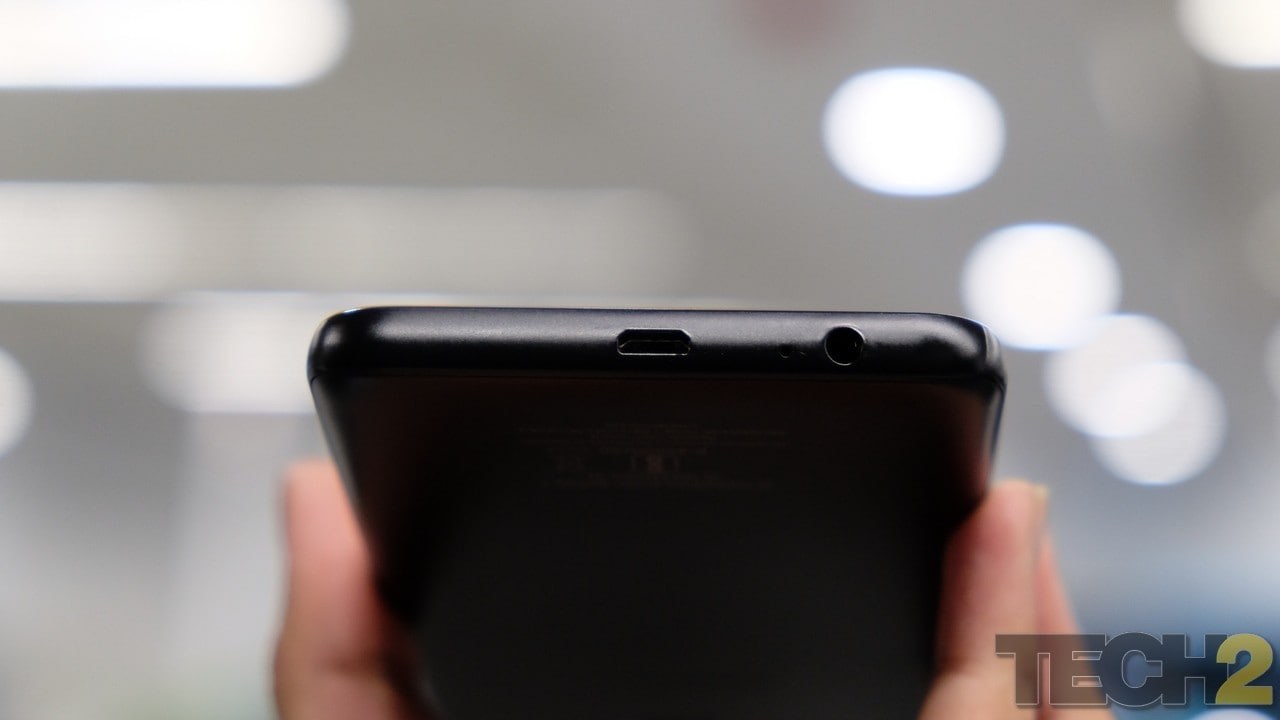 Samsung is continuing to keep the headphone jack in all its phones. Thumbs up for that. Image: tech2/Amrita Rajput