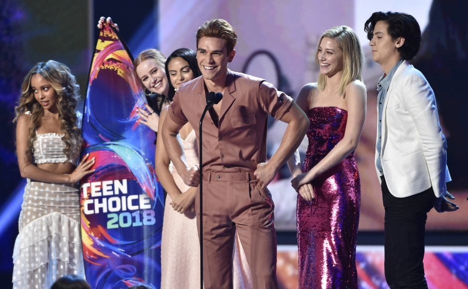 (From L-R) Vanessa Morgan, Madelaine Petsch, Camila Mendes, KJ Apa, Lili Reinhart and Cole Sprouse accept the award for Choice DramaTV show for Riverdale at the Teen Choice Awards. Photo by Chris Pizzello/Invision/AP