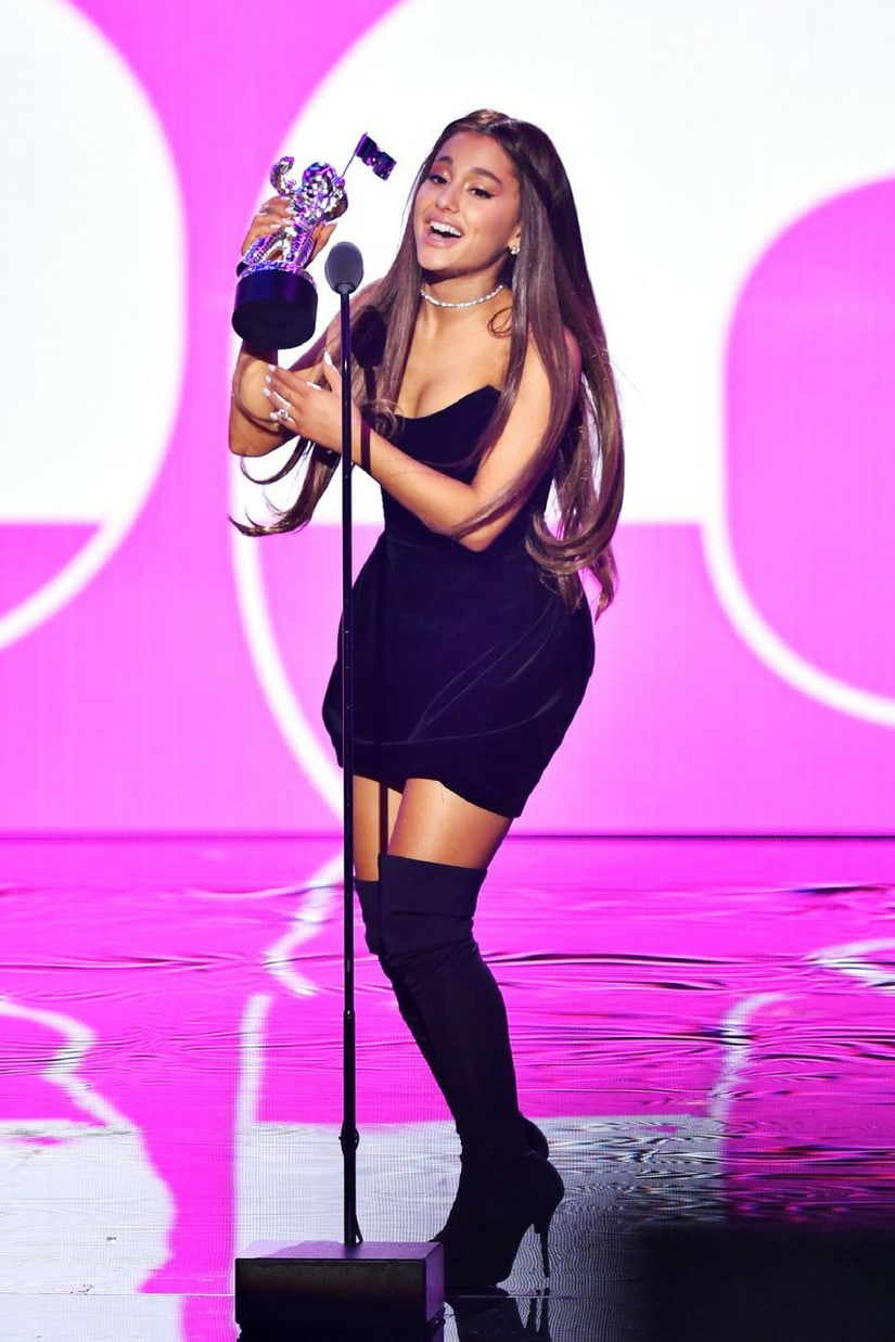 Ariana Grande receiving her VMA/Image from Twitter.