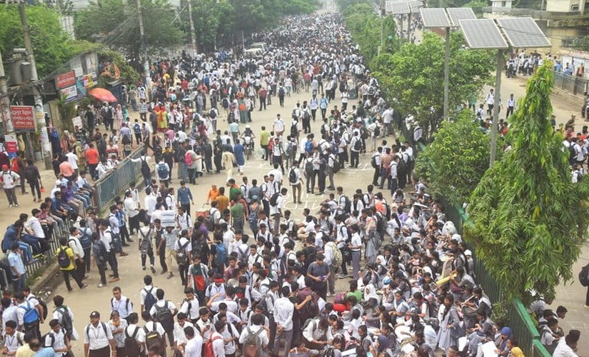 Student protesters turned violent in Bangladesh capital Dhaka on Saturday. Image courtesy: Md Abusufian Jewel